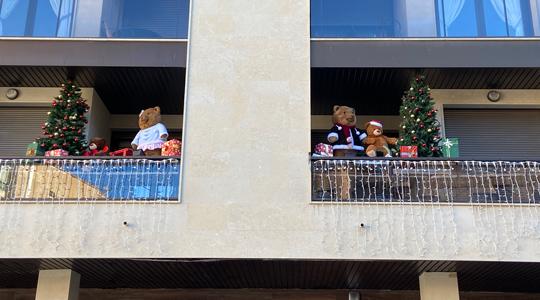 Decoración del balcón de nuestras oficinas